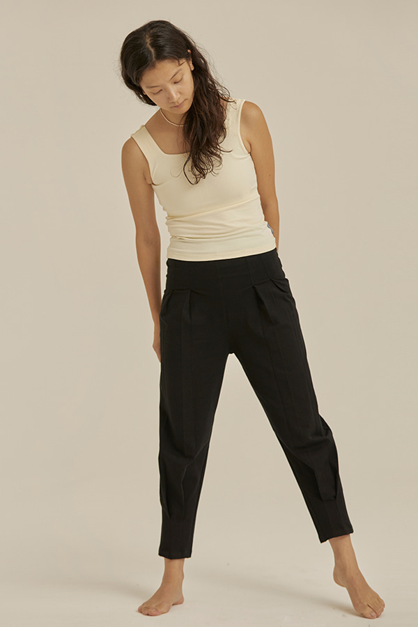 High-rise pleated pants-Black